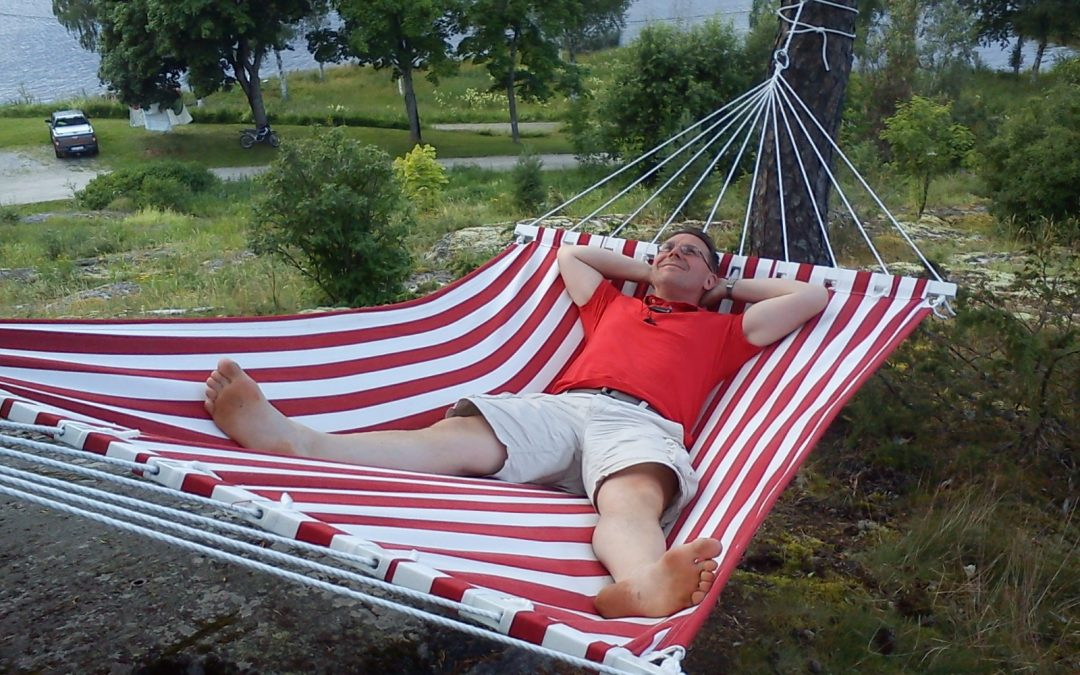 Nu tar vi ledigt och njuter av sommaren i en hängmatta