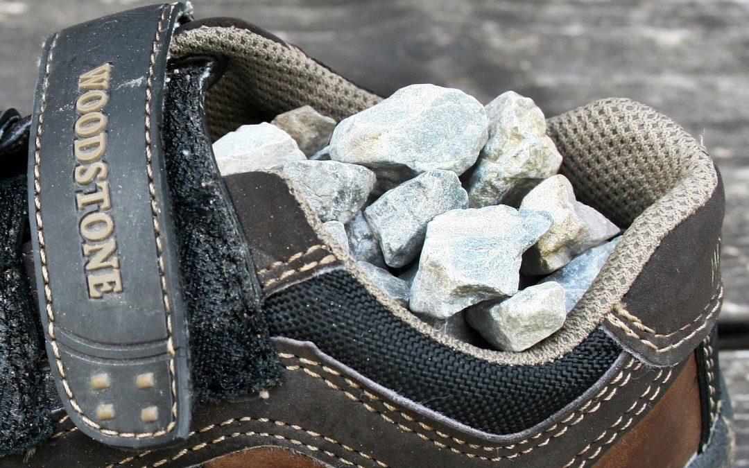 Det känns som att skon är full av grus